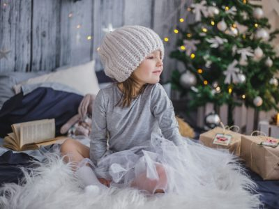 クリスマスツリーとおんなの子